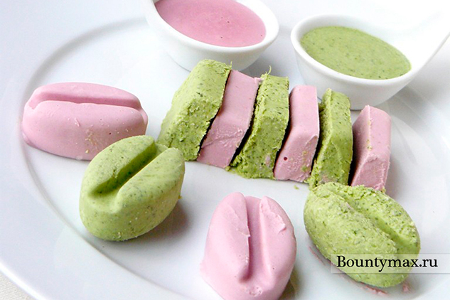Дуэт: клубничное и фисташковое мороженое