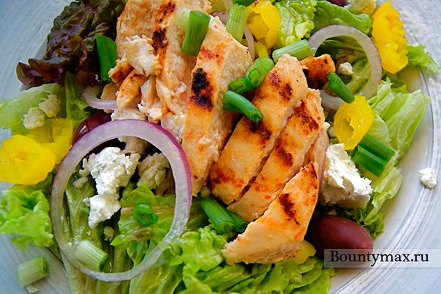 Салат греческий с курицей и брынзой