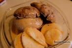 Бургер с грибами, жаренным луком и сливочным соусом