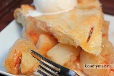 Яблочный пирог с корицей и мороженым