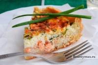 Пирог с лососем и зеленым луком