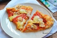 Пицца с острой курочкой, помидорами и сыром Моцарелла