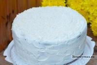 Торт со сливочным кремом и белым шоколадом