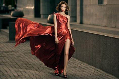 Какие колготки подойдут к красному платью?