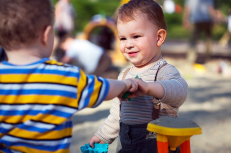 Как интегрировать застенчивого ребенка со сверстниками?