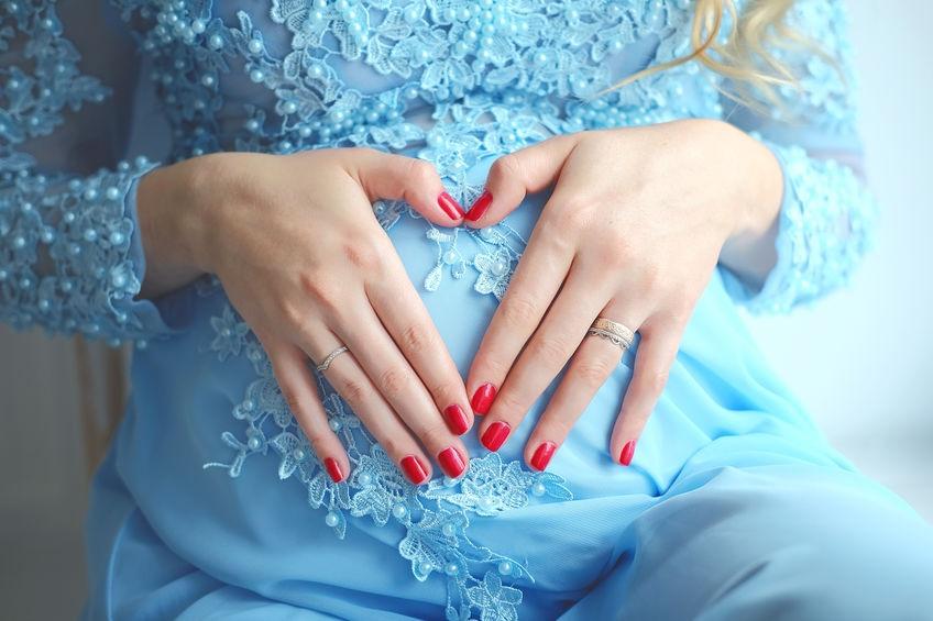Маникюр при беременности - безопасный способ для красивых ногтей