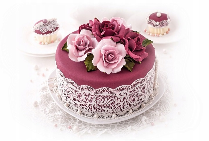 Как использовать сахарную массу для украшения торта?